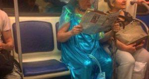 Ох уж эти странные люди в метро!